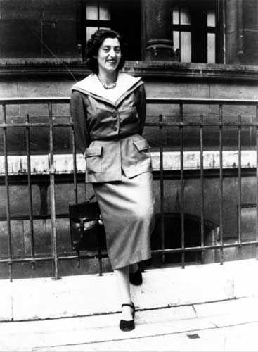 Lucie AUBRAC (1912-2007), résistante, en 1943 à Lyon   © Ministère de la Défense - DMPA