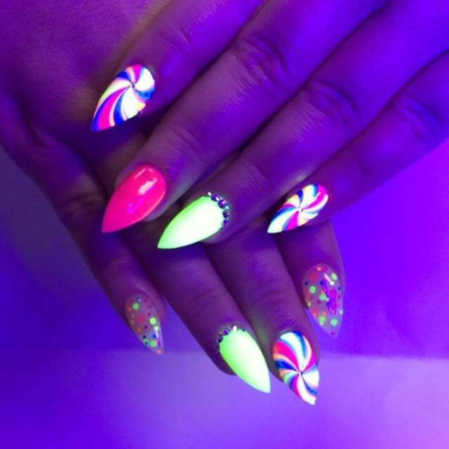 Her new year nails look like lollipops 🍭🍭🍭🍭to me 😄😄😄😄 #yegnails
