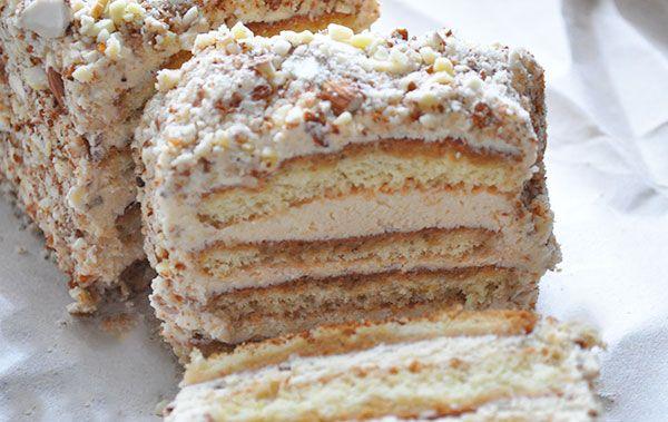 Tiramisu er en skøn dessert. Kagen Tiramisu er bestemt lige så god, så snyd ikke dig selv for at prøve den. Fordelen ved kagen er, at den kan spises straks, uden at stå og trække inden. Men den bli…