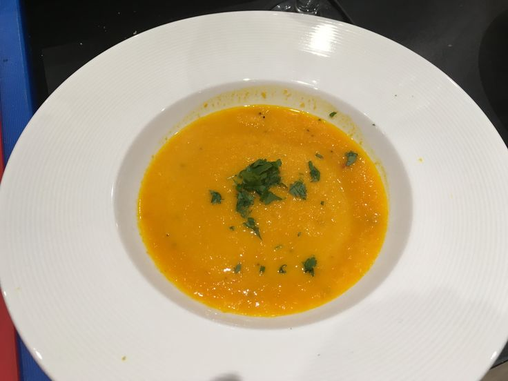 Zupa krem z marchwi, pomarańczy z imbirem