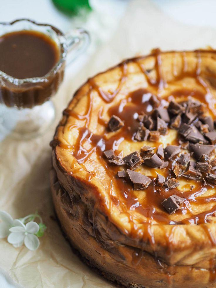 Paistettu Daim-juustokakku (gluteeniton) on herkullinen amerikkalaistyyppinen juustokakku, jossa Daimia löytyy pohjasta, täytteestä ja koristelusta!
