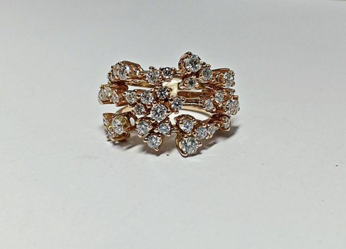 Een zeer mooie 3 in 1 damesring met briljant gesneden diamanten 1.74 ct  -Een zeer mooi damesring met 39 briljant geslepen diamanten-Nieuwe sieraden-AIG gecertificeerd-Cert geen J89049498BE-Roze goud 18 kt 750 7.61 gram-Ring 22 x 17 x 21 mm-Brilliant cut diamonds 1.74 ct E-F / VS-I1 AIG gecertificeerd-Zie certificaat en foto's voor meer details.  EUR 899.00  Meer informatie