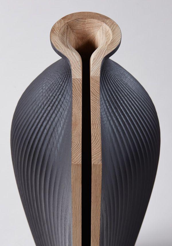 Oak Tableware by Gareth Neal and Zaha Hadid Voici une collection de vaisselle de tables interprétées et designées par Gareth Neal en collaboration avec Zaha Hadid. Conçus en bois de chêne, ces objets repoussent les limites de l'ordinaire, ils s'étendent, s'ouvrent et se complexifient. Une idée originale à découvrir en images et sur le site de l'artiste.