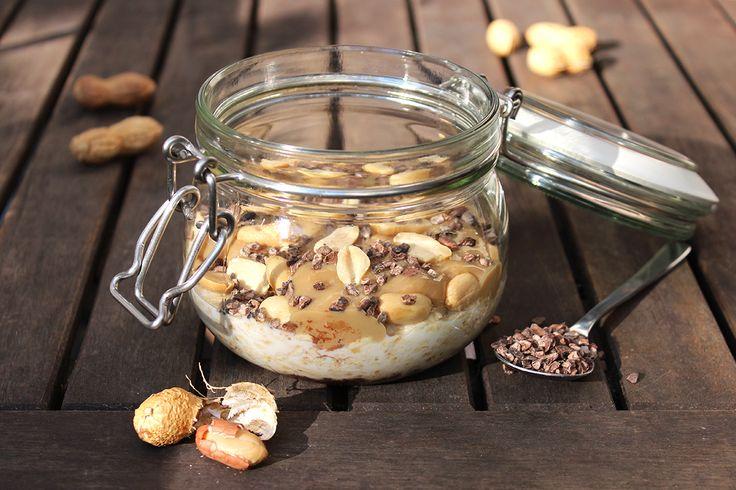 Schokolade zum Frühstück? Kennt jeder – nicht nur im cineastischen Sinn, sondern meistens auch ganz klassisch als Brotaufstrich. Schokoriegel zum Frühstück? Nun, da wird es zugegebenermaßen d…