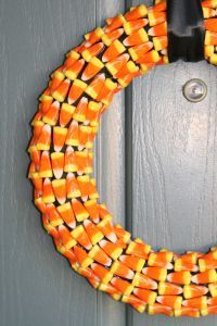 LOVE this candy corn DIY wreath!