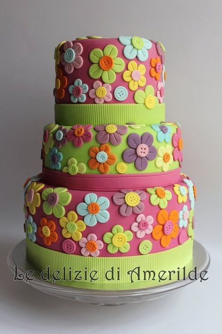 flowers with buttons cake
