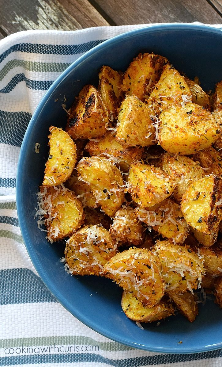 These Crispy Italian Potatoes are anything but boring and are sure to delight the family at dinner time | cookingwithcurls.com