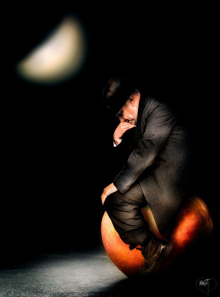 """Art Lover Place - Achetez l'oeuvre ou la reproduction de """" Le penseur de Magritte """" (Photographie) par Valy"""