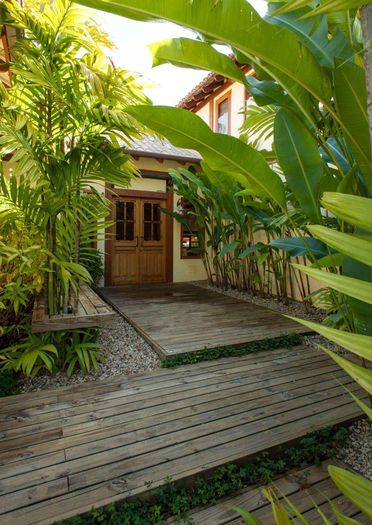 Navegue por fotos de Portas e janelas rústicas: Jaguariuna. Veja fotos com as melhores ideias e inspirações para criar uma casa perfeita.