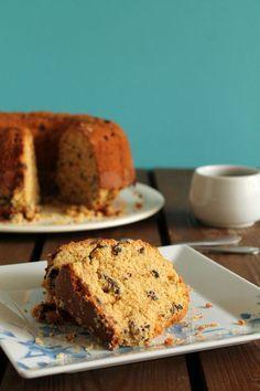 Ένα κέικ με ταχίνι, πορτοκάλι και σταγόνες σοκολάτας που σίγουραθα σας ενθουσιάσει με την υπέροχη γεύση του. Μια πανεύκολη, συνταγή (από εδώ) για το απόλ