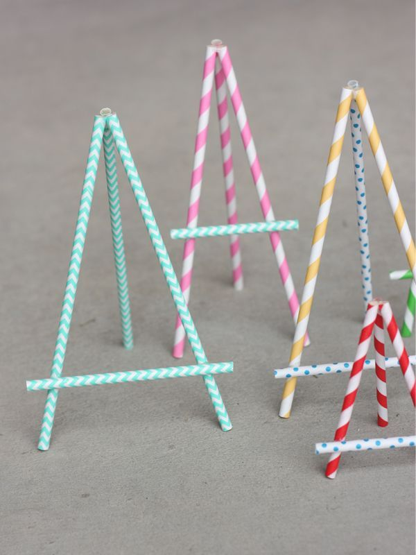 DIY Paper Straw Easel ⊱✿-✿⊰ Follow the Cards and paper crafts board. Visit GrannyEnchanted.Com for thousands of digital scrapbook freebies. ⊱✿-✿⊰