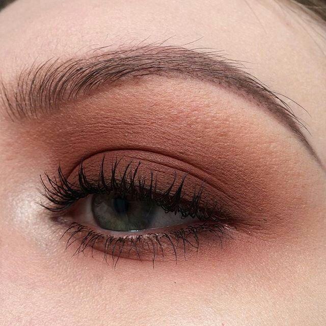 Smokey eyes.  smokey eyes, bold lipstick, and nail art. Beautiful, natural makeup, makeup ideas, beauty, skincare, skincare tips, best acne treatments, beauty products, smoky eye, lipstick, glamorous make-up, natural make-up.