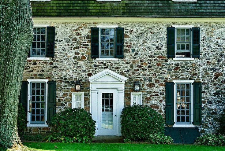 Traditional colonial field stone house. - Farm House