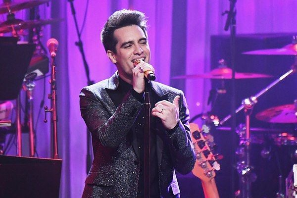 Im Honestly Obsessed With High Hopes Patd Panicatthedisco Panic At The Disco Brendonurie Brendon Urie Bu Brendon Urie Panic At The Disco Disco