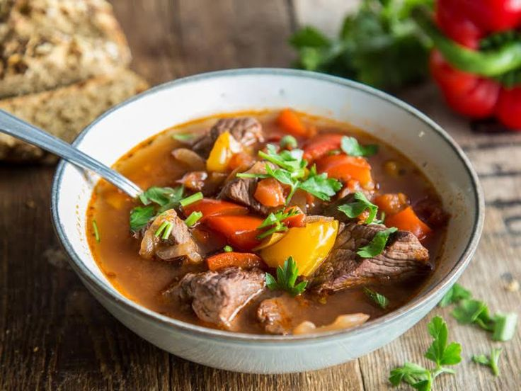 Echtes Comfort Food: Ungarische Gulaschsuppe kochen