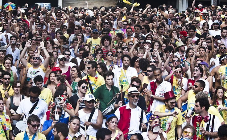 27/jan/2013 - BRASIL - SÃO PAULO - VILA MADALENA - Desfile do bloco Cordão Carnavalesco Confraria do Pasmado, pelas ruas da Vila Madalena. By FSP.