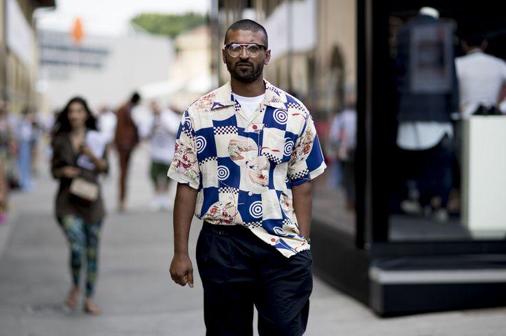 Încă un mod de a purta cămașa cu imprimeu statement. (foto Vincenzo Grillo / Pitti Immagine)