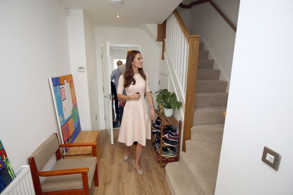 Kate Middleton Photos Photos - Catherine, Duchess of Cambridge visit the home of Jamie and Natasha Owen in Tregunnel Hill, a new neighbourhood development on Duchy of Cornwall-owned land on September 1, 2016 in Truro, United Kingdom. - The Duke