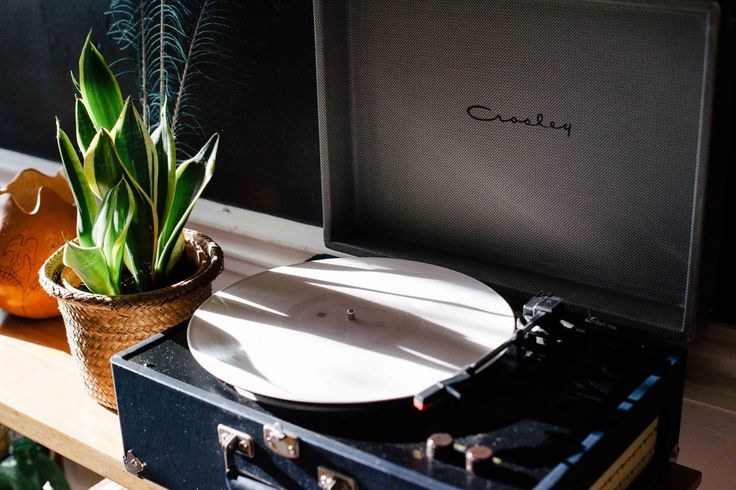 Looking for a vintage record player for sale? We will show you what is the best vintage turntable in this review article. Don't buy one before reading this!