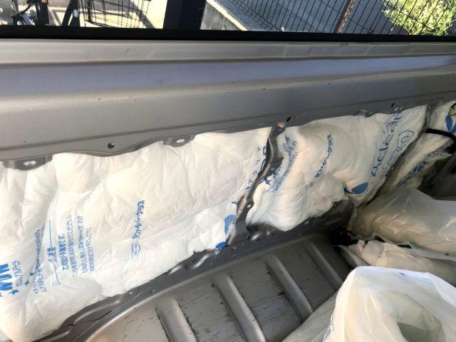 車中泊 用の車の断熱材はどれがおすすめ 実際に私たちのハイエースに使っている断熱材を紹介します 断熱するだけで車内が快適になりますよ 道なき未知 断熱材 断熱 ハイエース