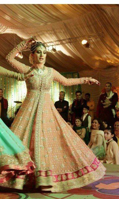 Pakistani wedding dance.Love this!