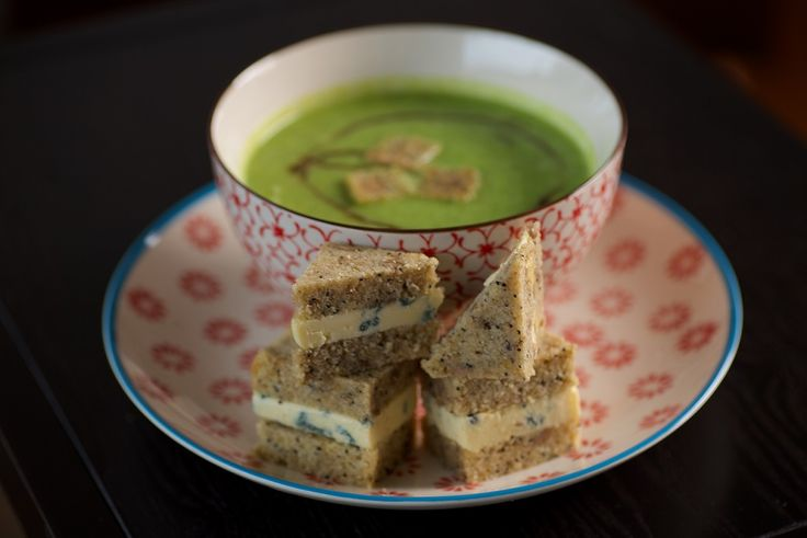 NZ had some stormy weather this weekend - the perfect time to start thinking about comforting, autumn/winter meals. The book will have you sorted with some delicious LCHF soups - and yes, those are blue cheese LCHF sammies to accompany the broccoli soup in the pic! #broccolisoup #soup #LCHF #lowcarb #healthyfat #winteressential #lowcarbbread #glutenfree #grainfree #whatthefatbook