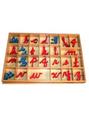 Hoy quiero hablar de la  lectoescritura según el método Montessori .  Es verdad que los materiales Montessori, para los hogares, son ca...
