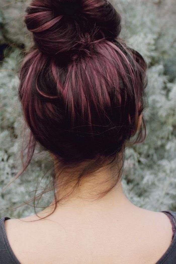 teinture acajou, chignon sur beaux cheveux couleur acajou