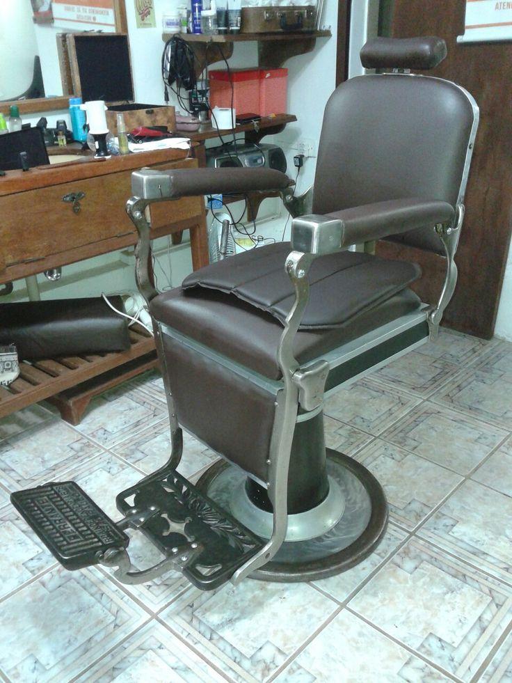 Cadeira de barbeiro Ferrante , restaurada por eu e minha equipe (trabalho de 2016)  #Ferrante