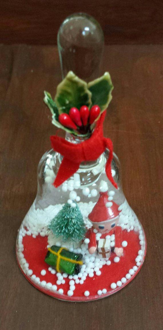 Vintage vakantie Decor. Kunststof bell - vormige sneeuwbol, fles borstel boom…