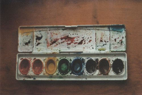 oh I remember these  (...cr...my paintbox did look a lot like this one...smile)