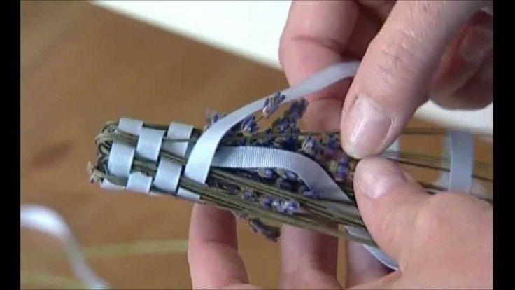 Paličky z levandule provoní prádlo a prý i odhání moly