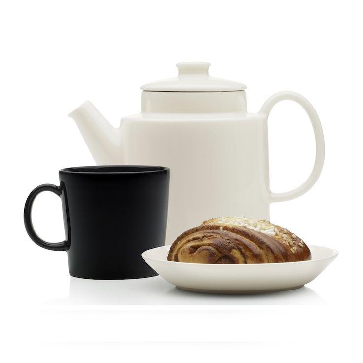 #Teema biała #dzbanek do herbaty, #talerz,  #kubek 0,4 l z kolekcji czarnej. #zastawa stołowa