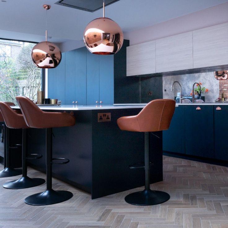 modern contemporary navy blue kitchen with copper handles in 2020 blue kitchen decor grey on kitchen decor navy id=92775