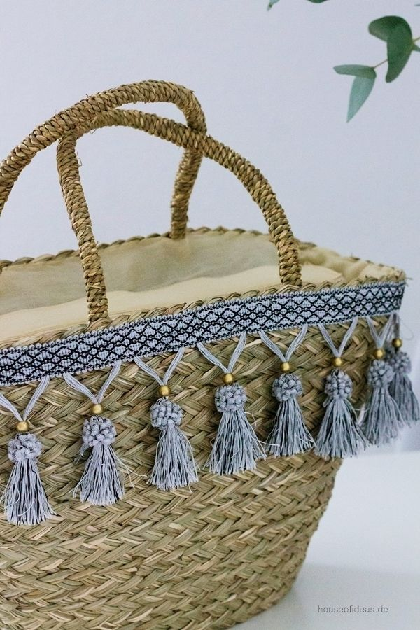 Straw bag Ibiza with Tassel More