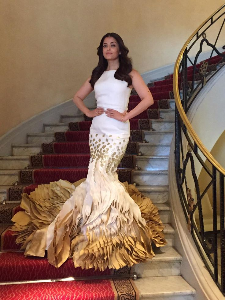 Aishwarya Rai Bachchan looking fab at Cannes 2015. #Bollywood #Fashion #Style #Beauty #Cannes2015 #Jazbaa