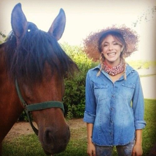 Martina Tini Stoessel podczas sesji zdjęciowej dla magazynu Caras - luty 2014r.
