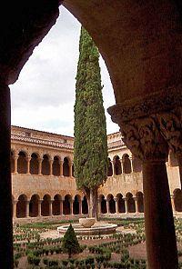 Claustro del Monasterio de Santo Domingo de Silos, Burgos, España.