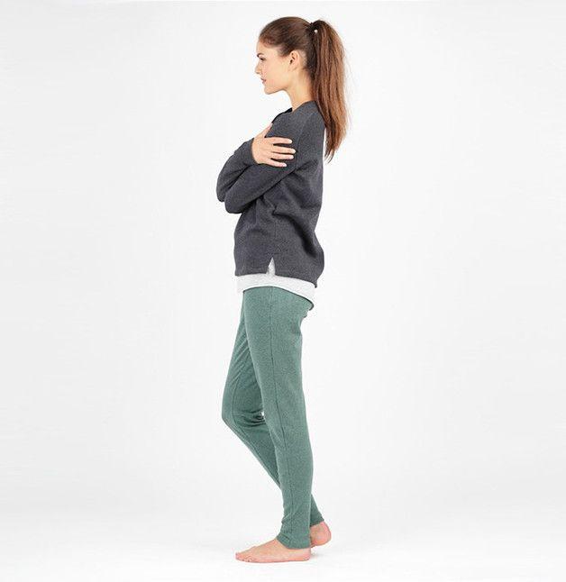 Im Set enhalten sind Schnittmuster für eine Legging, ein Tanktop und ein Shirt mit Raglanärmeln für die entspannenden Yoga Stunden!  Mehrgrößenschnitt: 34-46  Stoffempfehlung: Legging and...