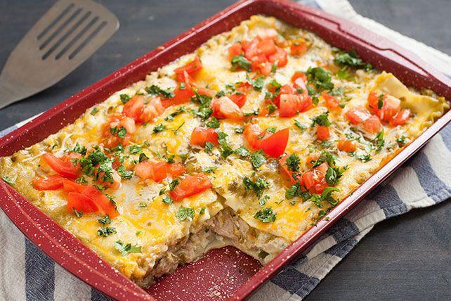 Pas besoin de sauce rouge pour cette savoureuse lasagne au poulet! Un mélange de fromage à la crème, de ricotta et de salsa verte lui donne couleur et onctuosité.