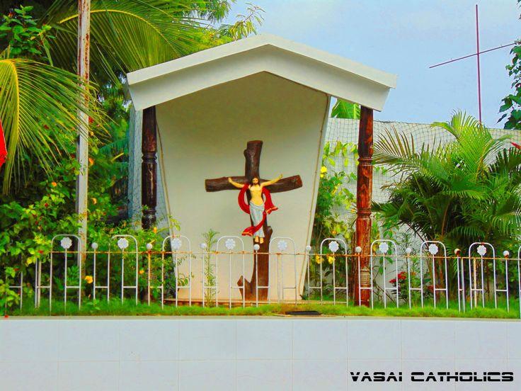 Cross on the way towards Vasai Court.