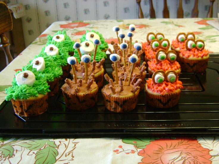 cute monster cupcakes to celebrate halloween i was inspired with this idea from a magazine - Halloween Inspired Cupcakes