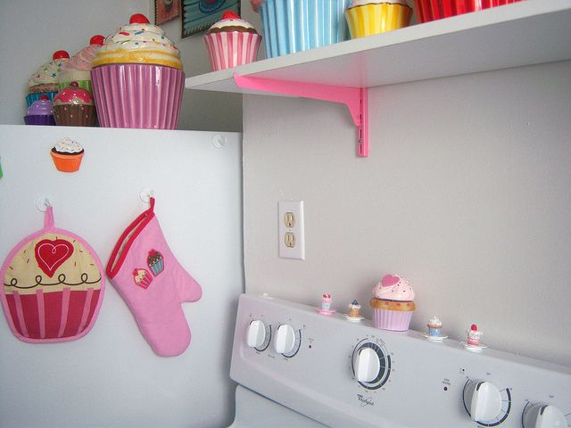 17 best ideas about cupcake kitchen theme on pinterest for Cupcake themed kitchen ideas