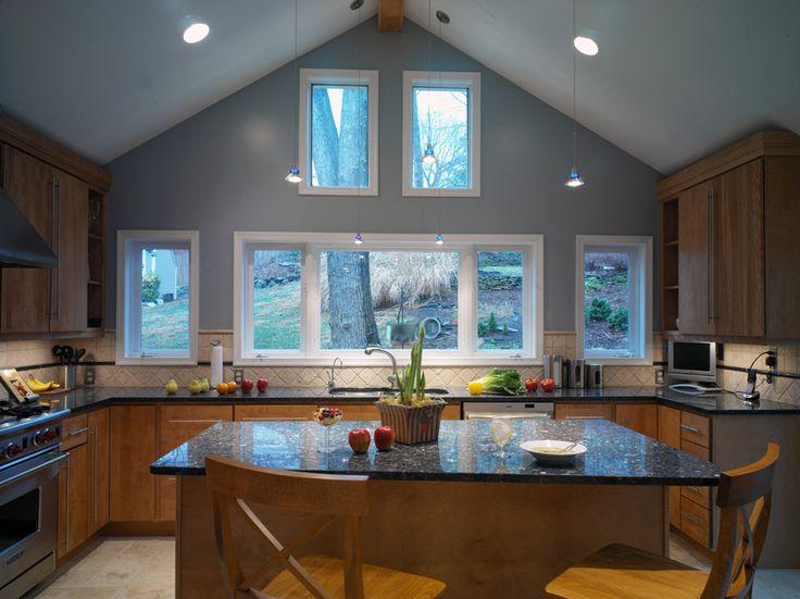 Un comptoir de granit s'inscrit parfaitement dans une cuisine moderne en bois