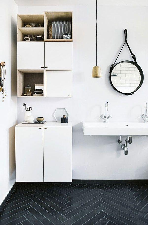 Apartment 34 - gold pendant in a modern bathroom