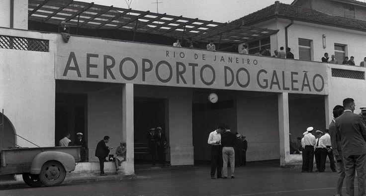1961 - Rio de Janeiro - Aeroporto do Galeão, Internacional desde 1945. Em 5 de Janeiro de 1999, uma lei federal alterou sua denominação para Aeroporto Internacional Tom Jobim.