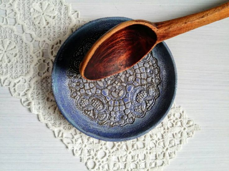 Löffel Ablage Teller, rustikal Löffel Rest Plate, rustikale Küchen Keramik, Bauernhaus Deko, Landhaus Keramik, Snack Schale, beige blau grün von ceralonata auf Etsy