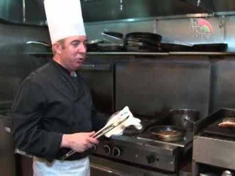 Grelhado de bife com lagosta e vegetais no restaurante Ilhas de Bruma pelo chefe Adelino Costa