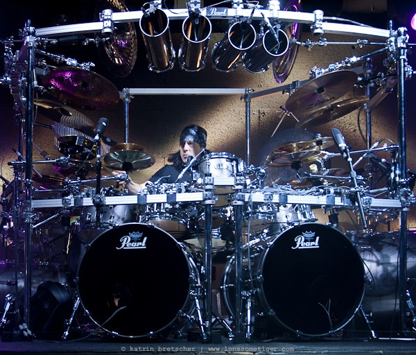 Mike Mangini (Dream Theater) - Real Drummers will appreciate this guy!!