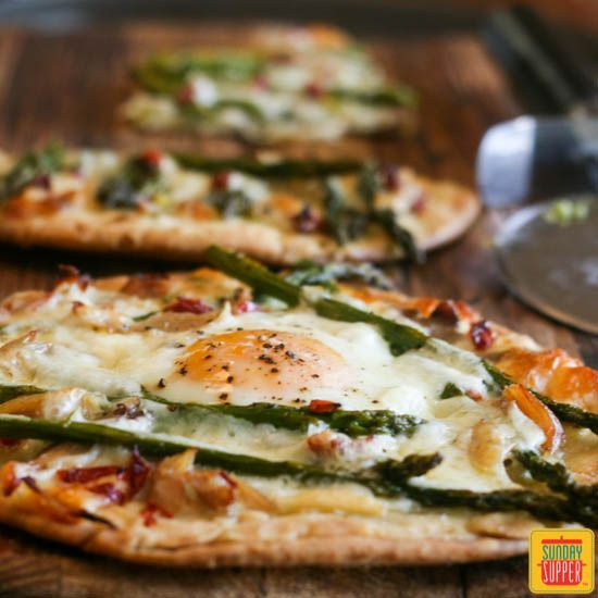Asparagus and Chicken Flatbread Pizza #SundaySupper